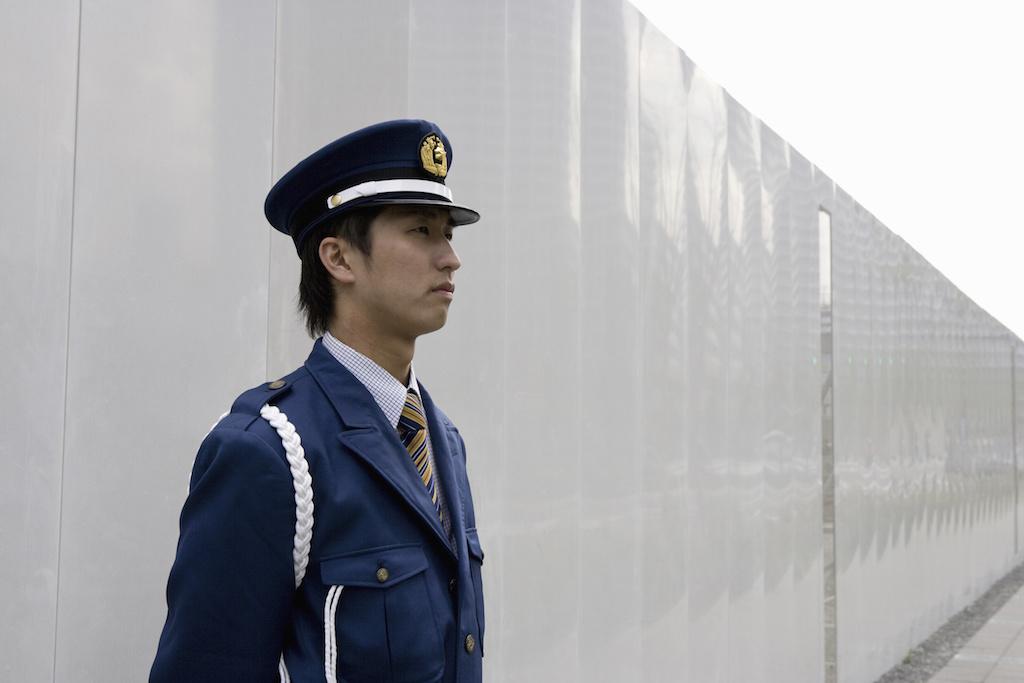 業務中の警備員